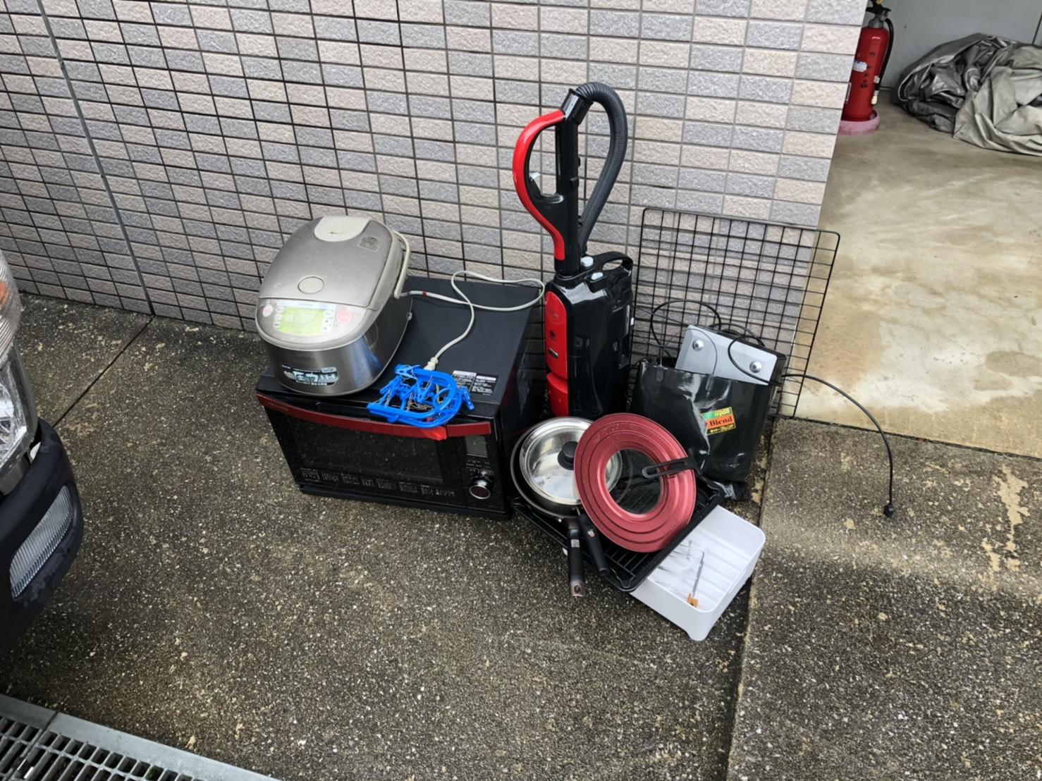 炊飯器、レンジ、掃除機、フライパンの回収前