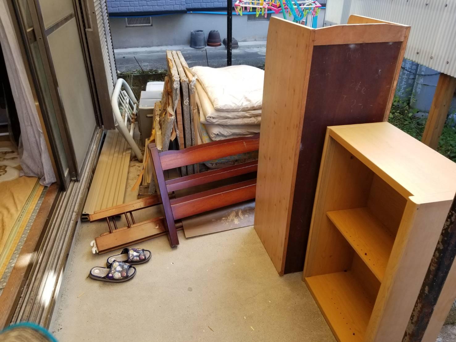 カラーボックス、布団、ベッドの回収前