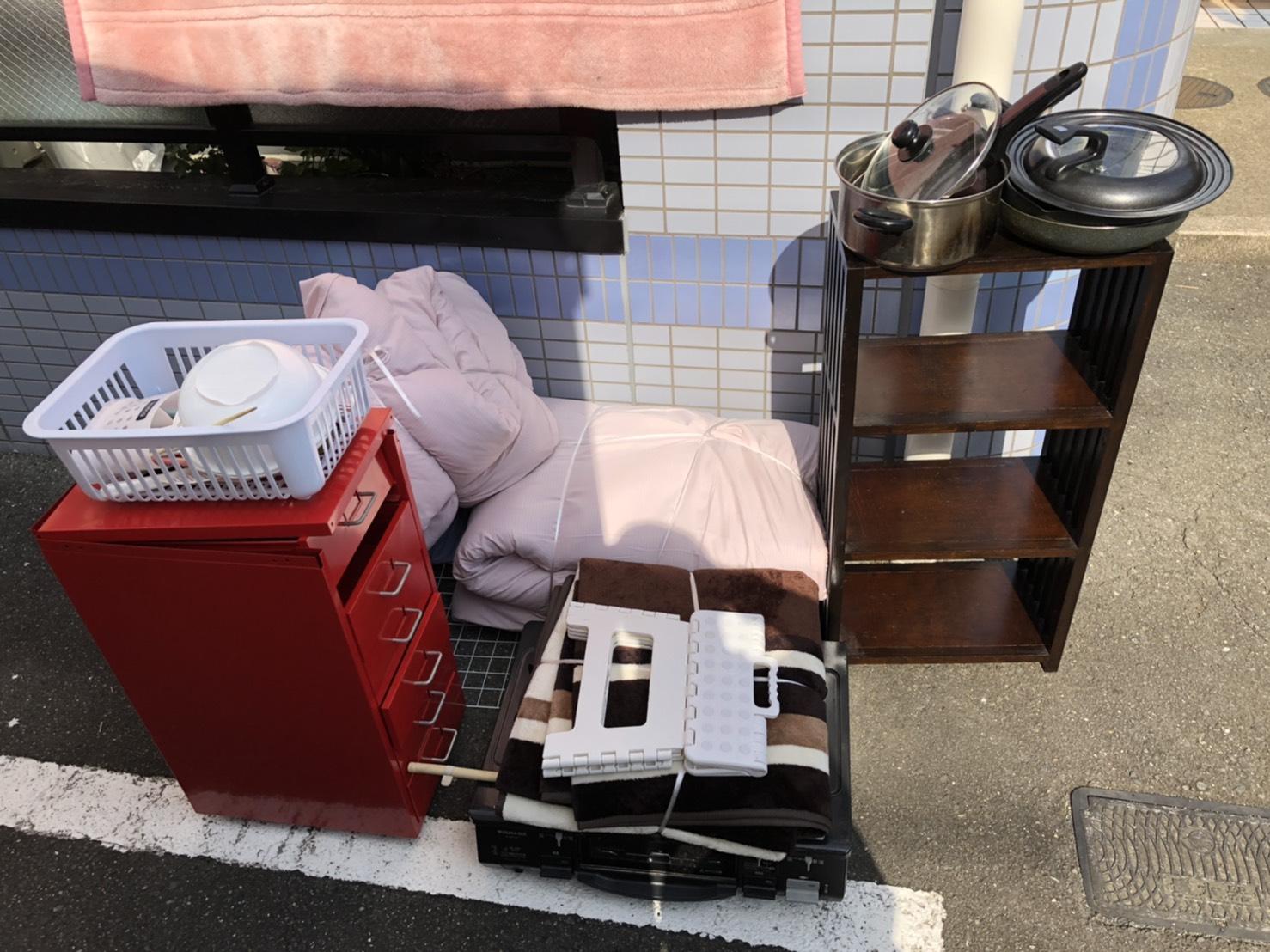 布団、収納棚、食器類の回収前