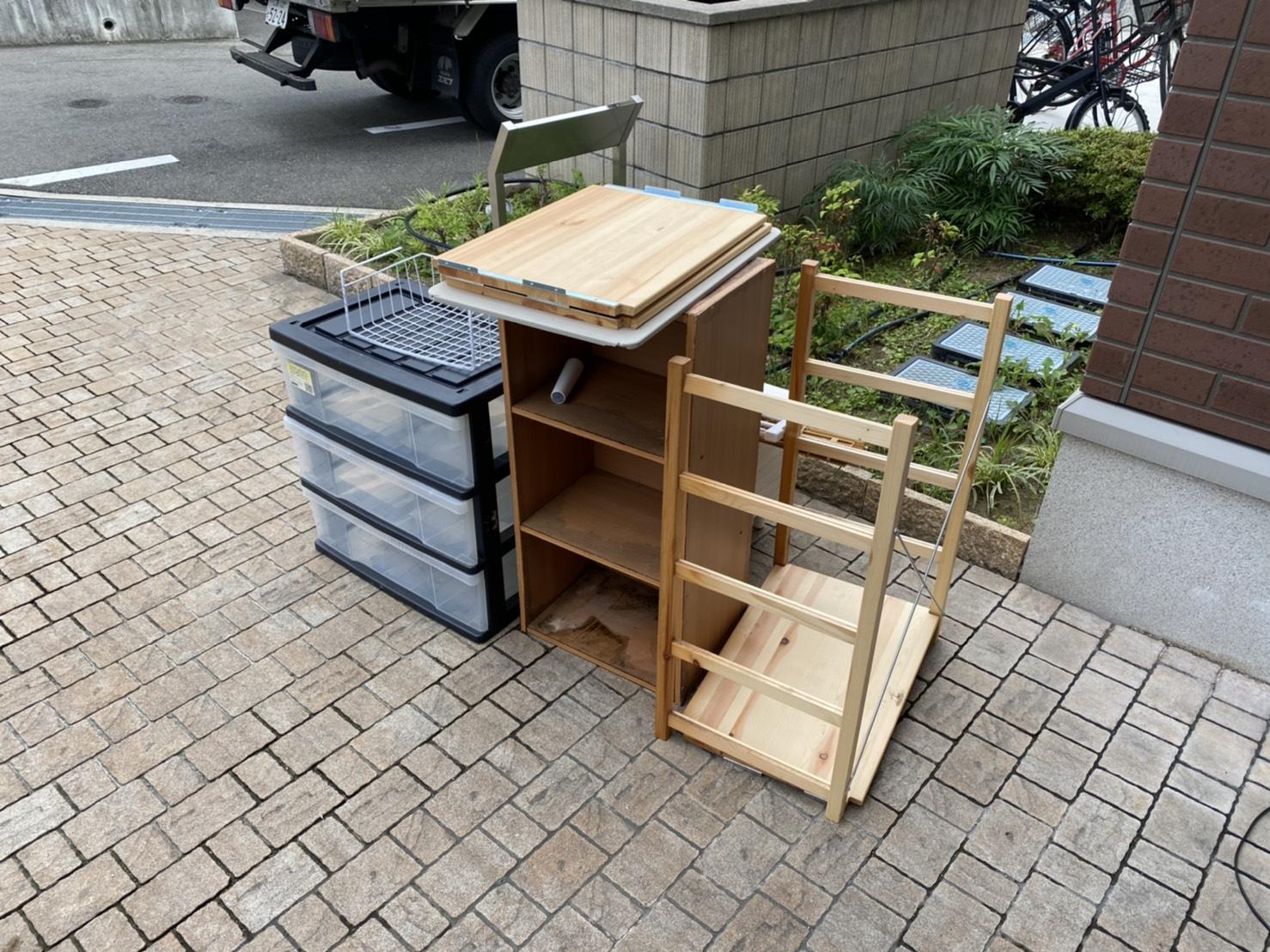 本棚、収納ケースの回収前