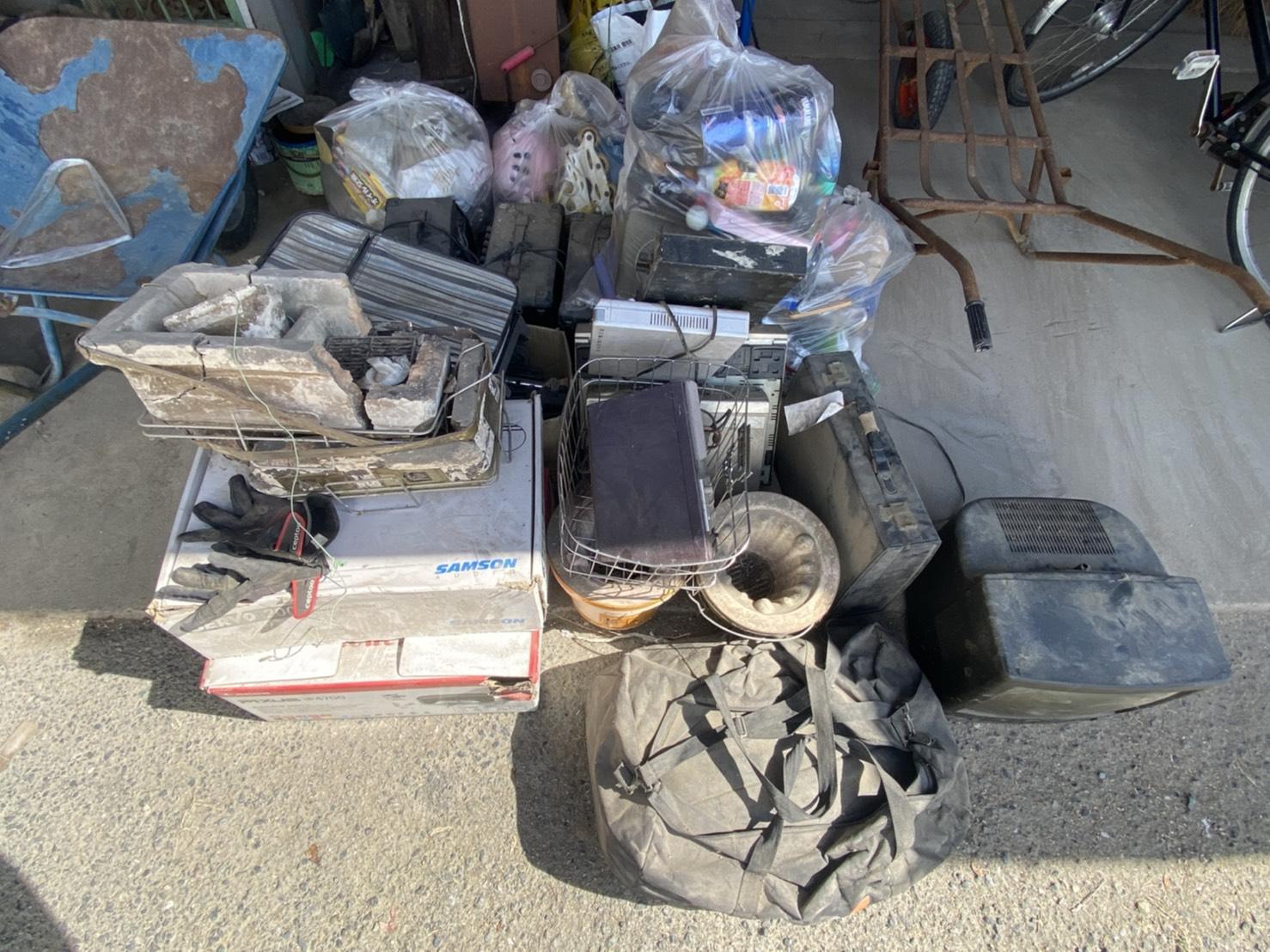 古い家電や雑貨類、その他の不用品の回収前