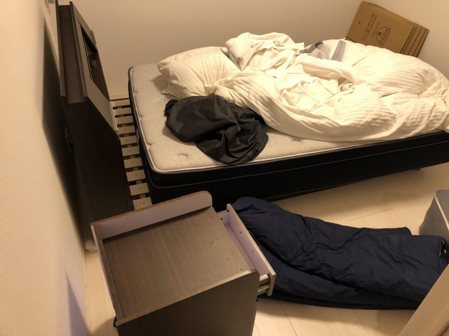 ベッド、チェストの回収前
