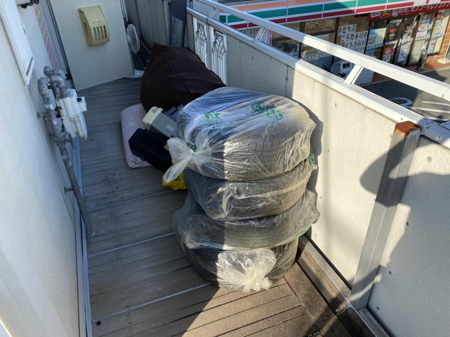 扇風機、タイヤ、毛布の回収前