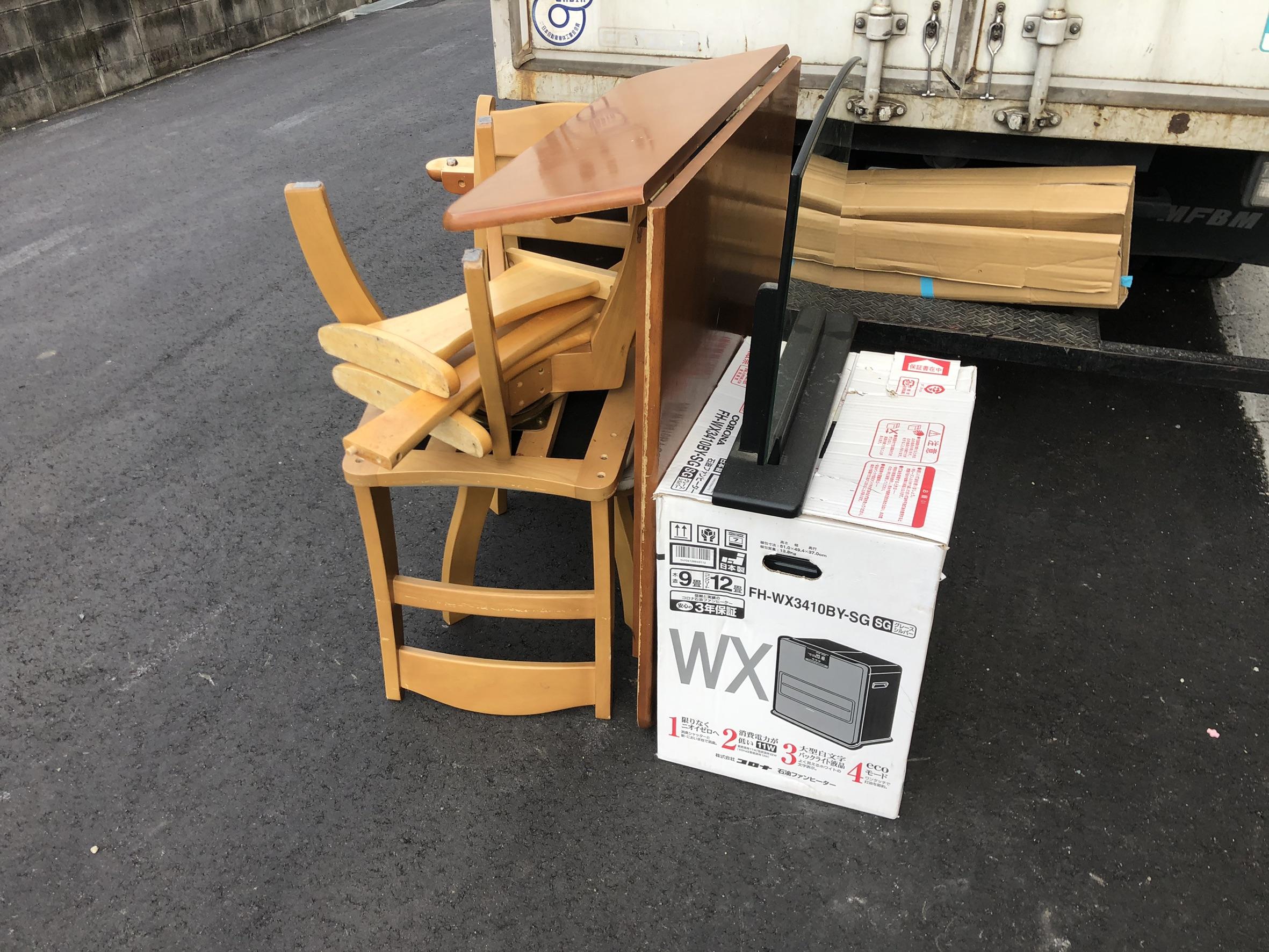 机、椅子、ストーブ、テレビの回収前