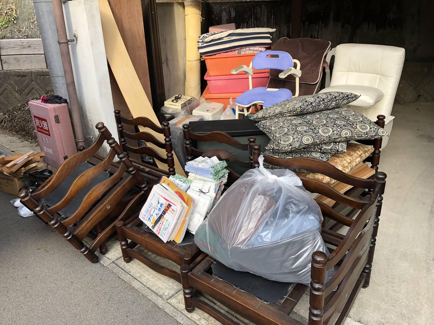 椅子、クッション、ソファーの回収前