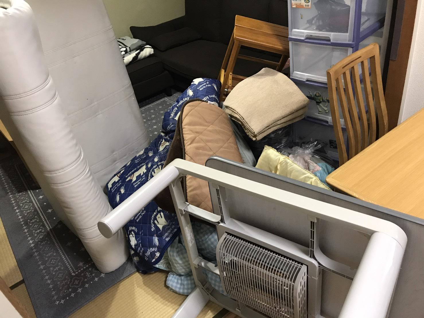 ソファー、毛布、コタツの回収前