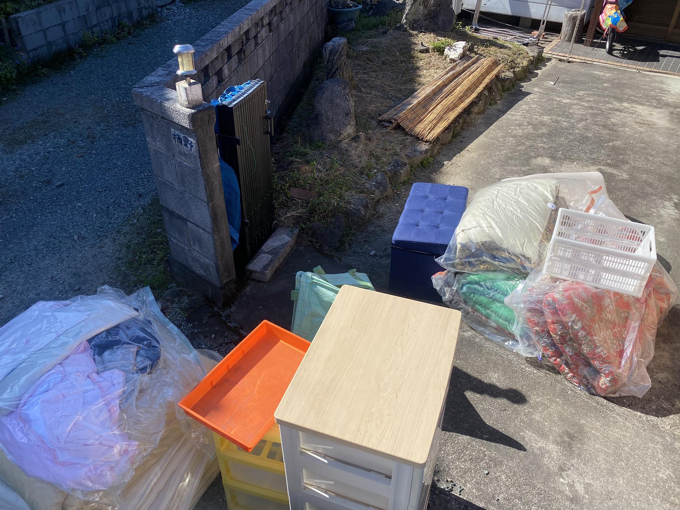 布団、収納ケースの回収前