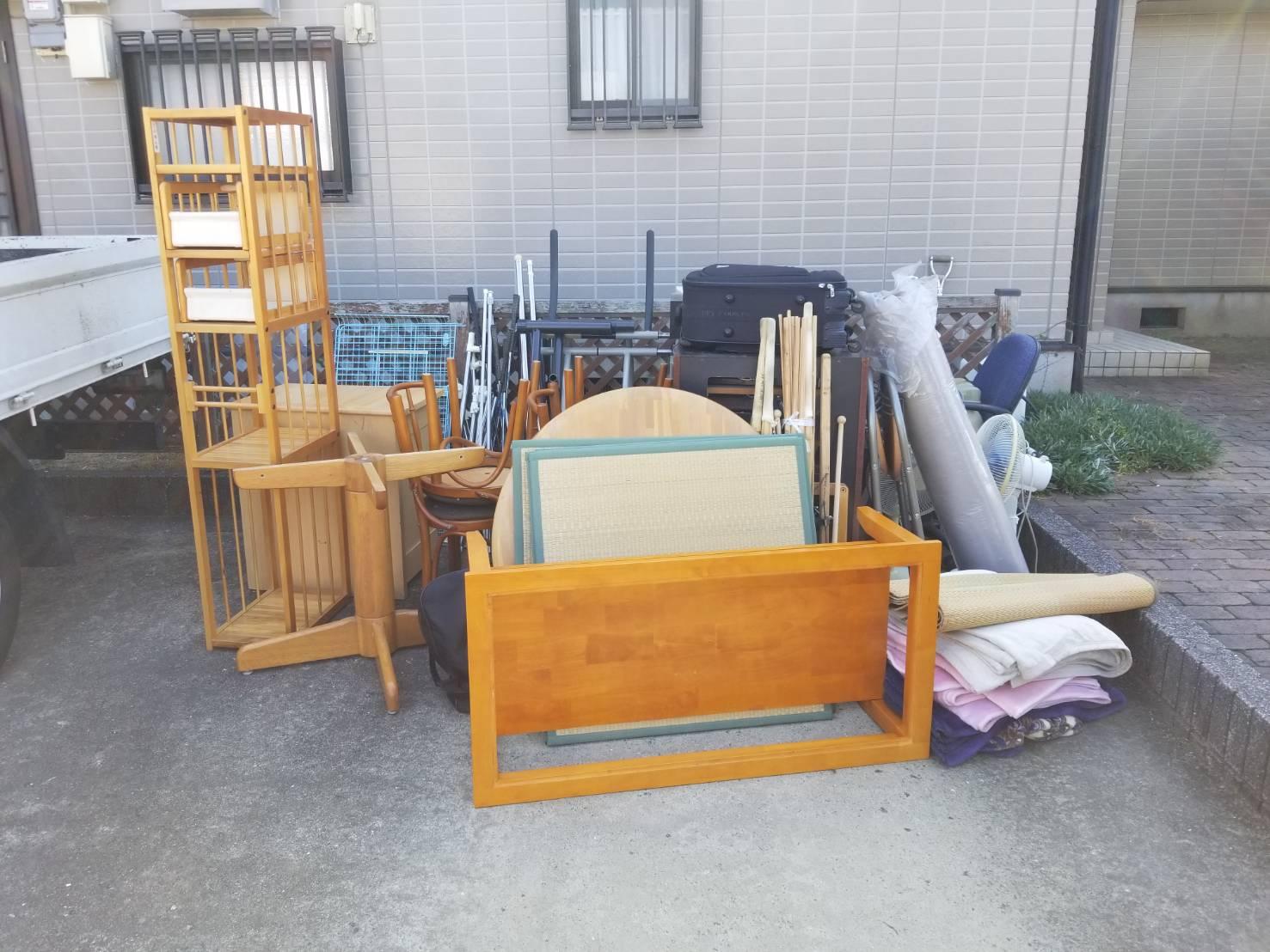 テーブル、畳、椅子、扇風機の回収前