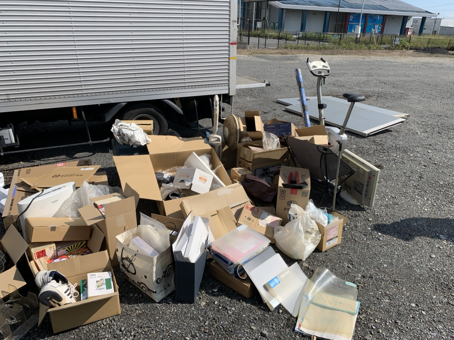 エアロバイク、書類、その他の不用品の回収前