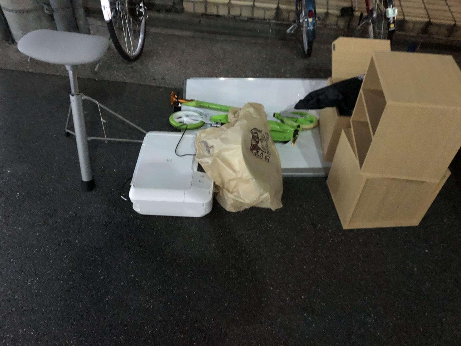プリンター、キックボード、椅子、カラーボックスの回収前