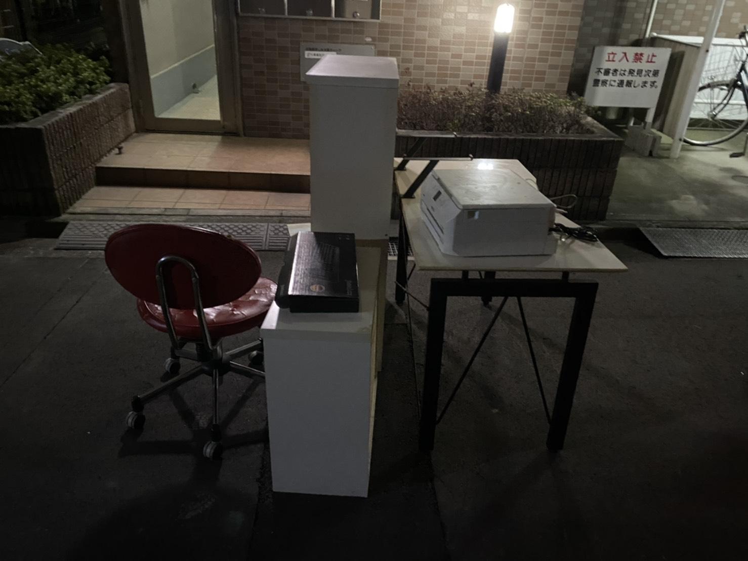 プリンター、テーブル、椅子、カラーボックスの回収前