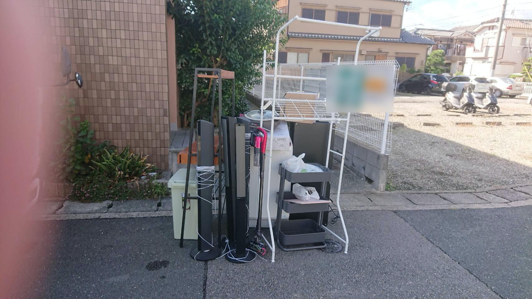 洗濯機、ラック、その他不用品の回収前