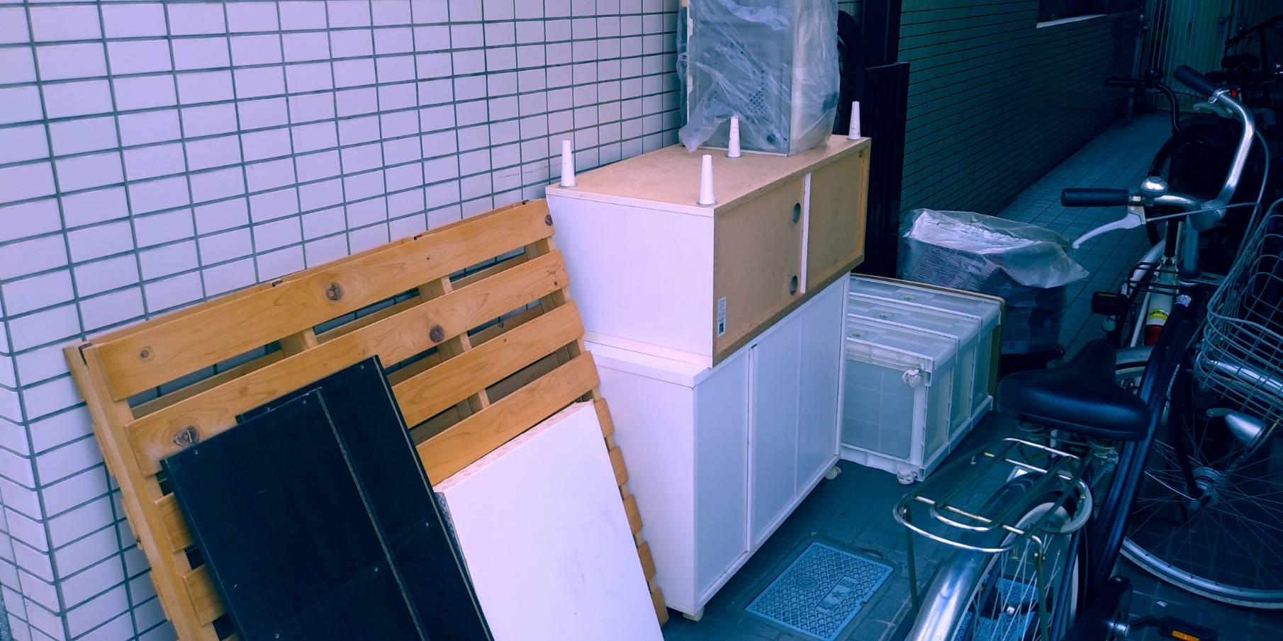 カラーボックス、簀子、キャビネットの回収前
