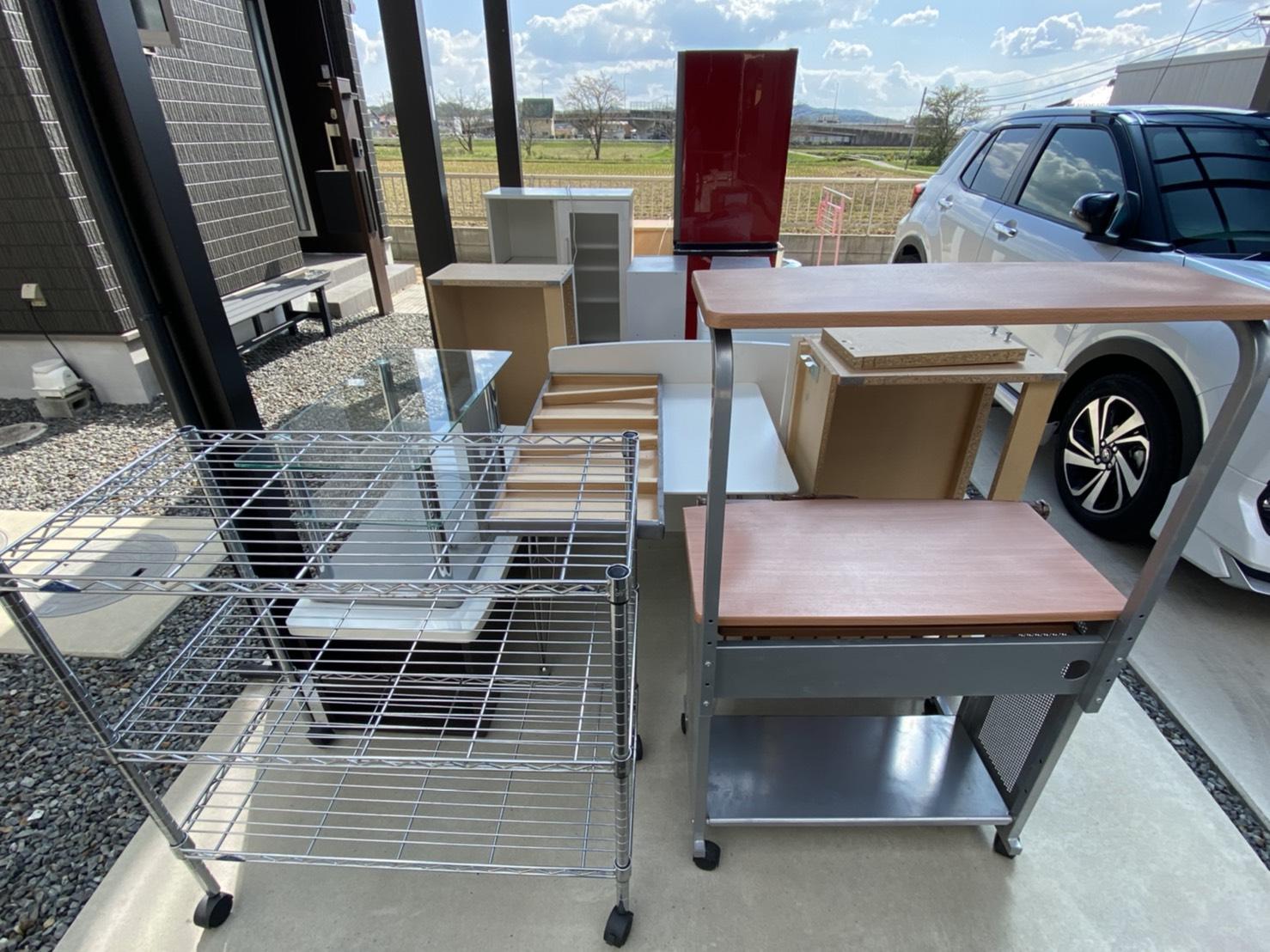 PCデスク、机、食器棚、冷蔵庫の回収前