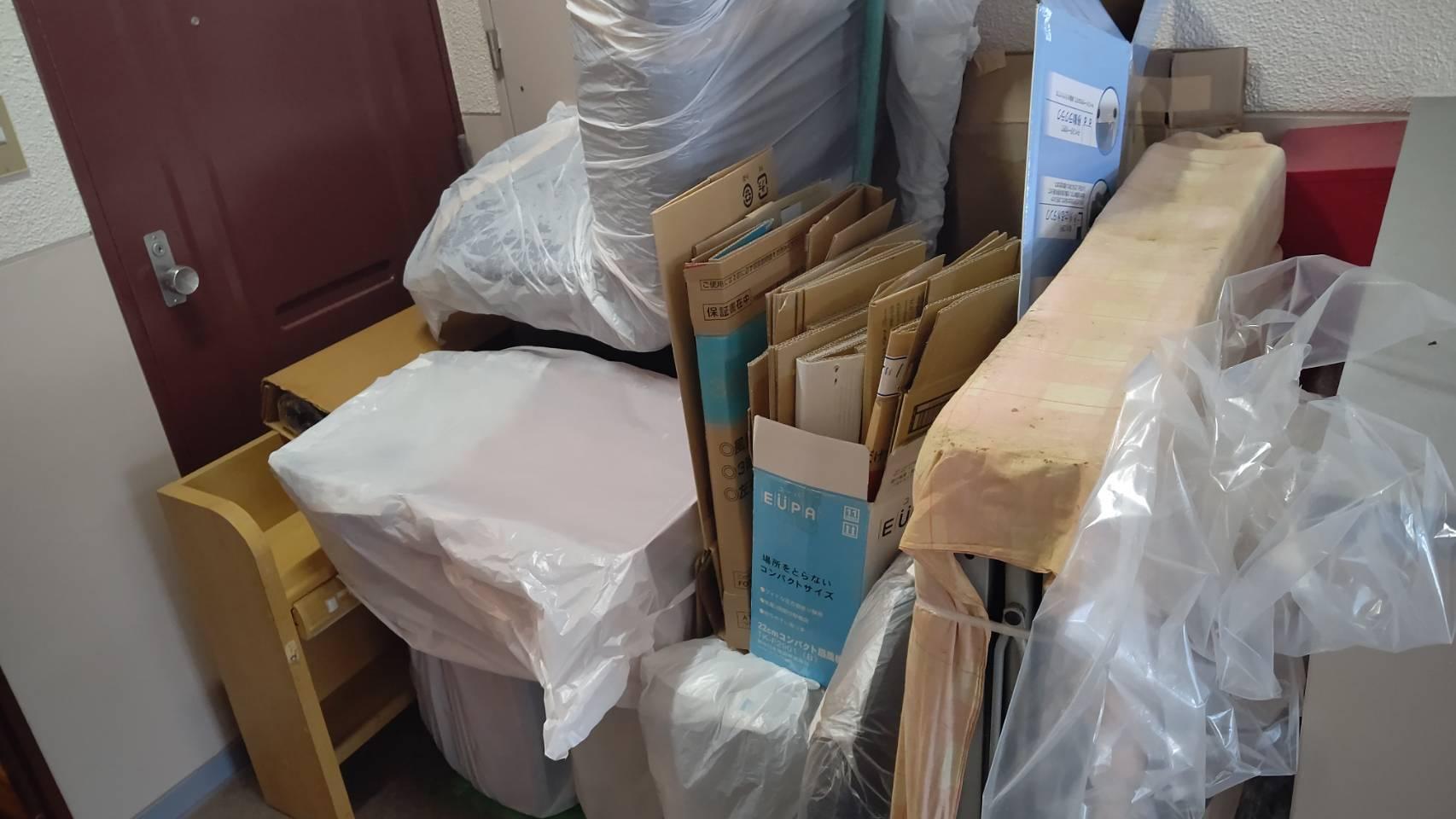 リクライニングソファ、本棚の回収前