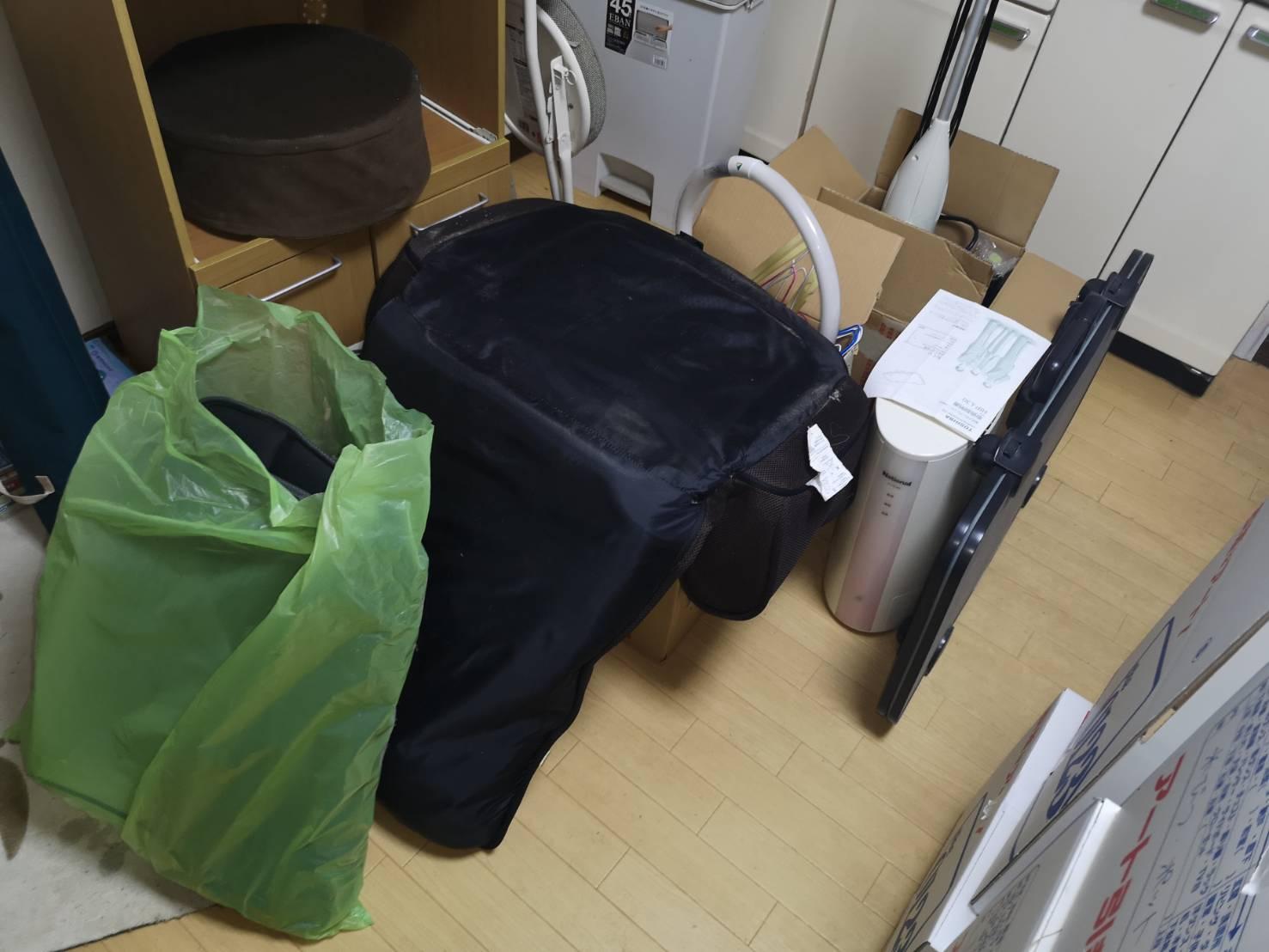 照明器具、座椅子、その他不用品の回収前