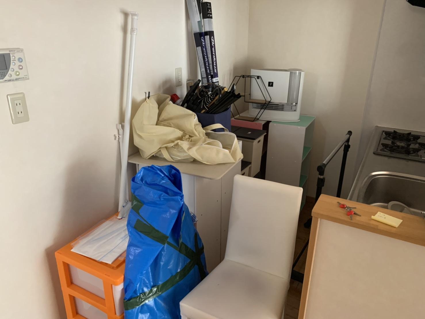 イス、収納棚、その他不用品の回収前