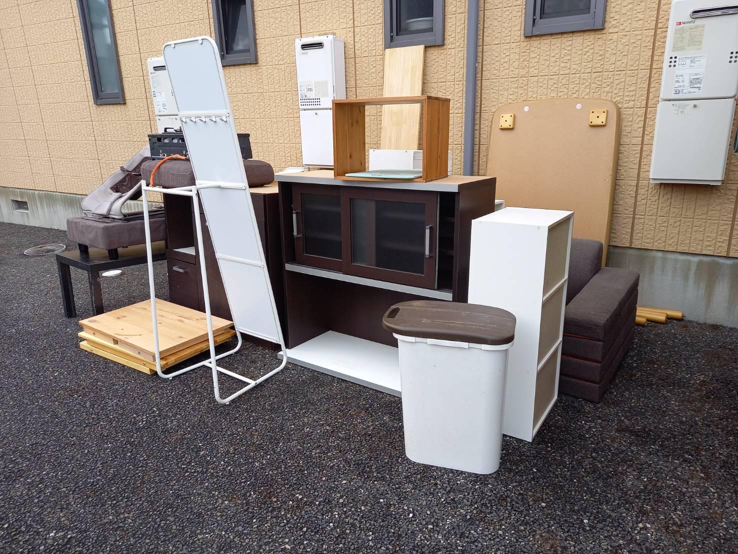 食器棚、カラーボックス、その他不用品の回収前