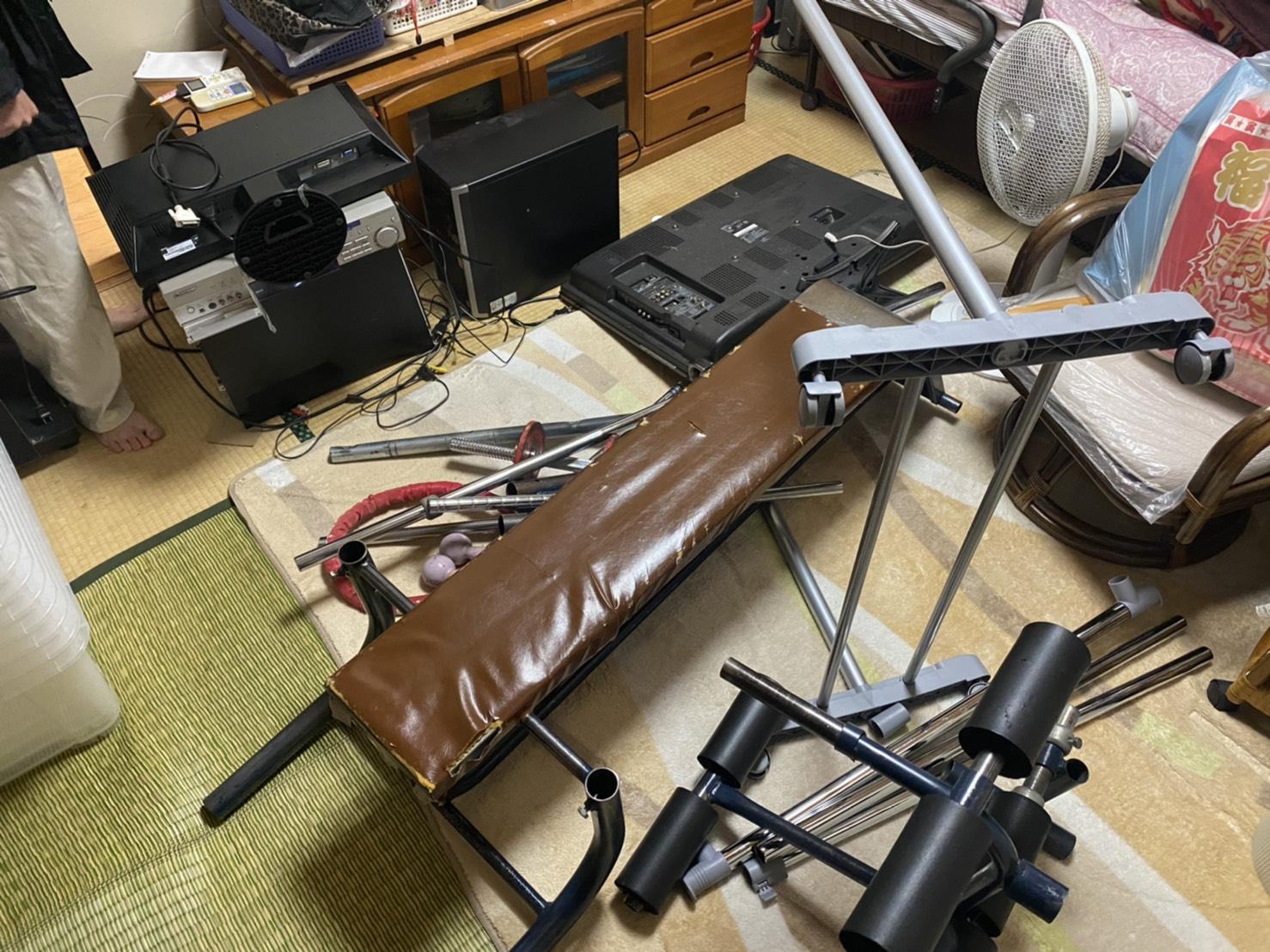 テレビ、モニター、健康器具の回収前
