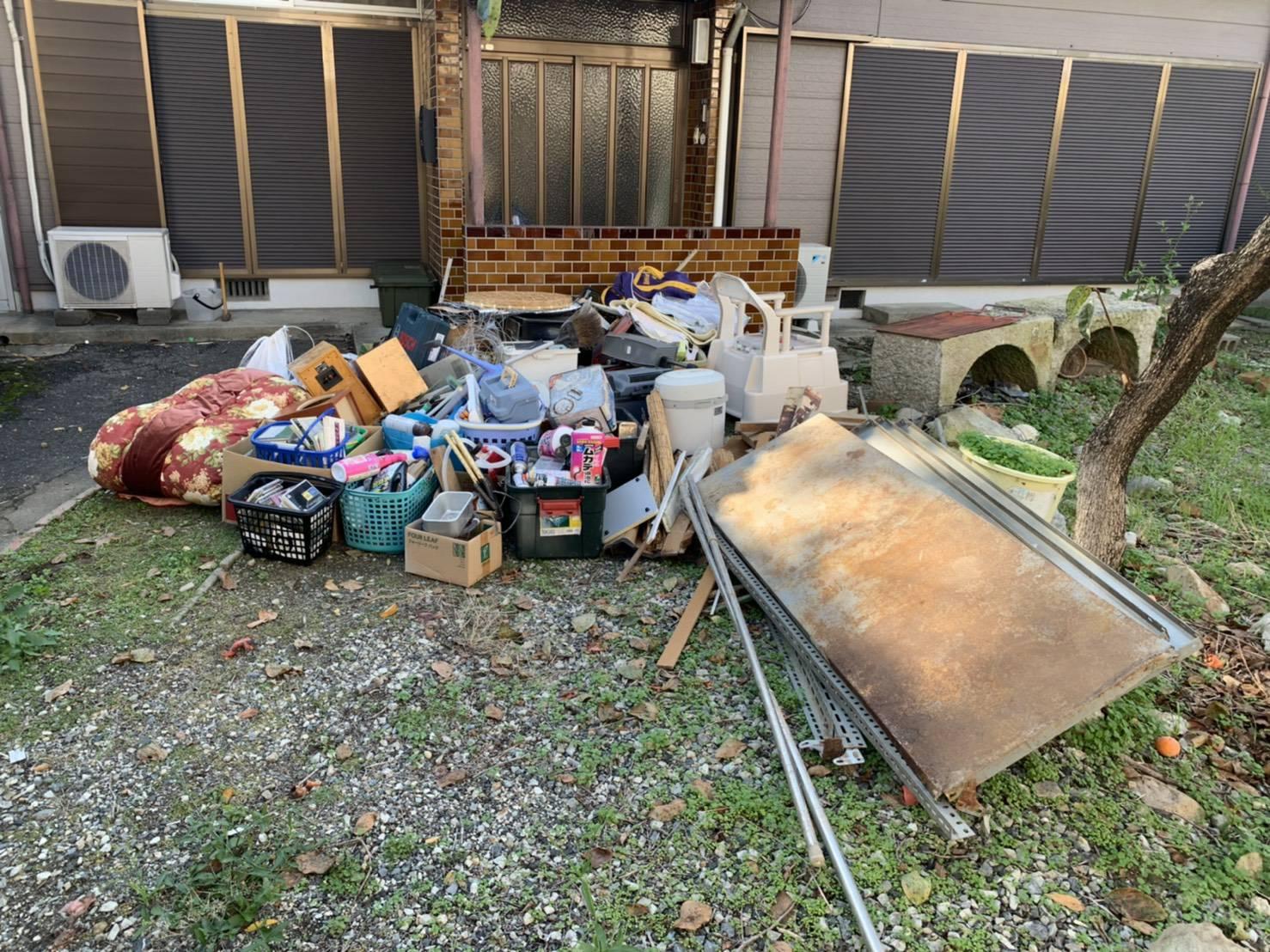 スチールラック、布団、その他不用品の回収前