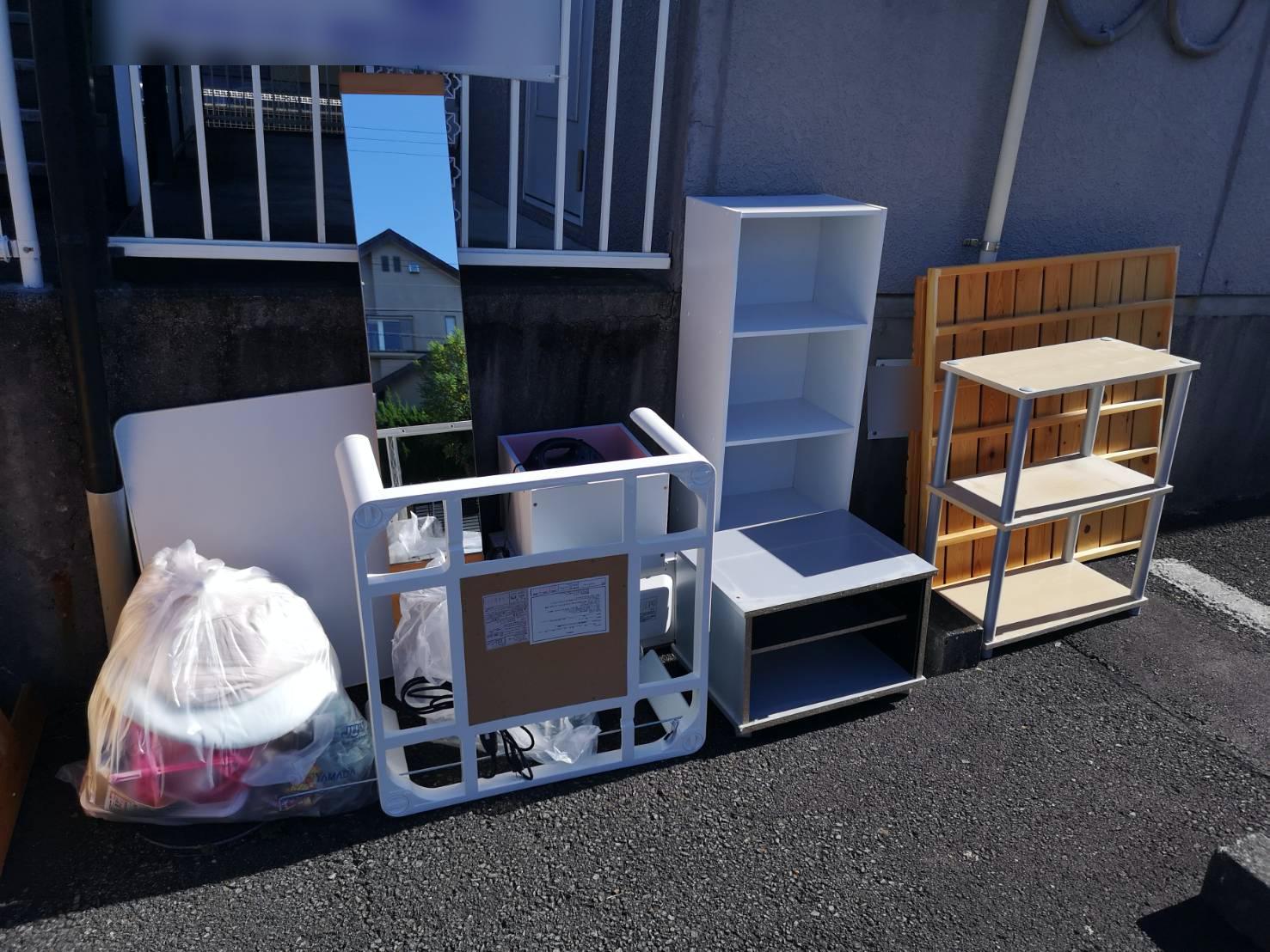収納棚、全身鏡、その他不用品の回収前