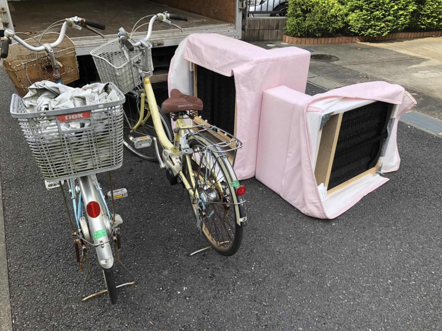 自転車、ソファーの回収前