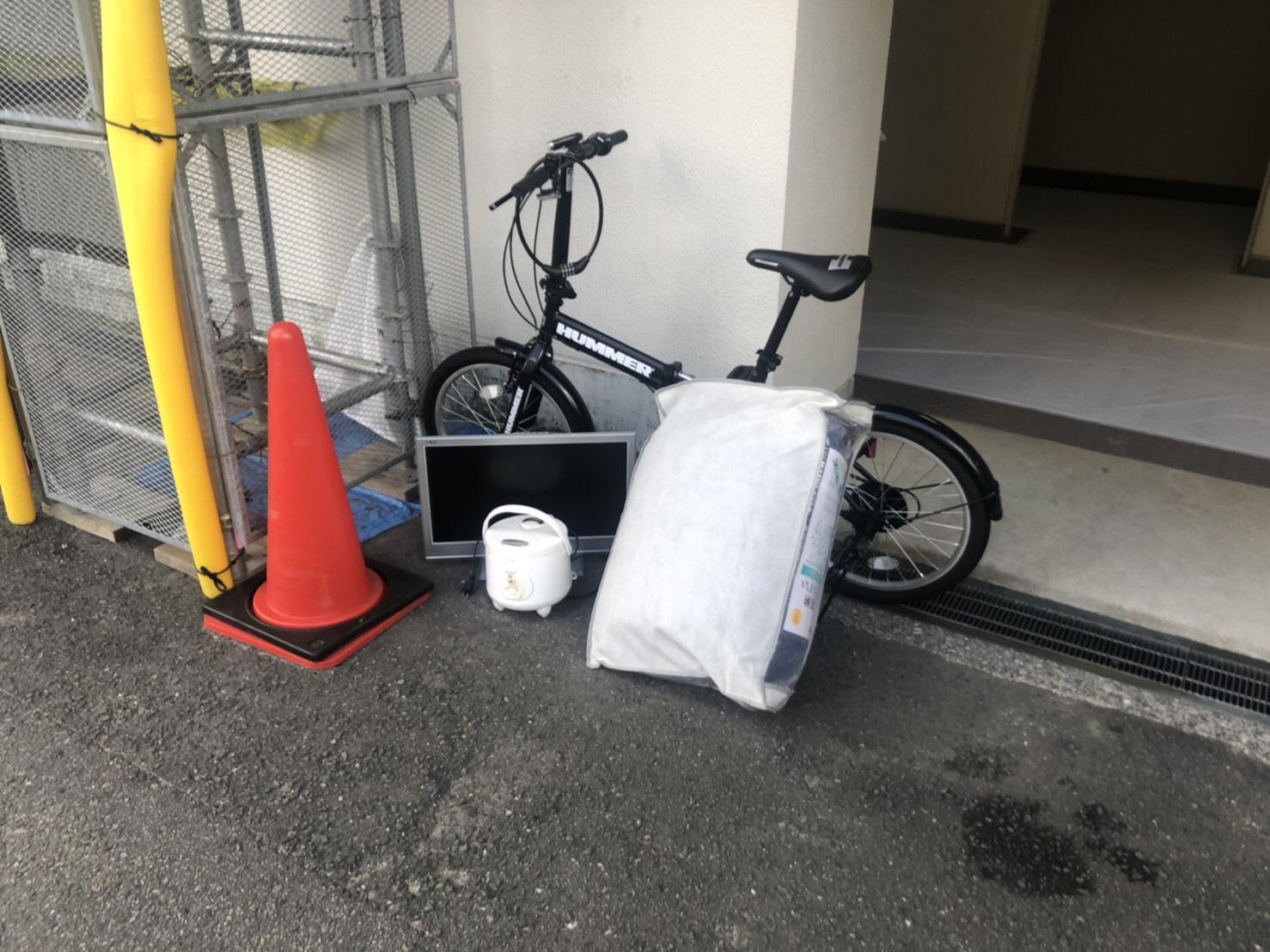 自転車、モニターなどの不用品の回収前