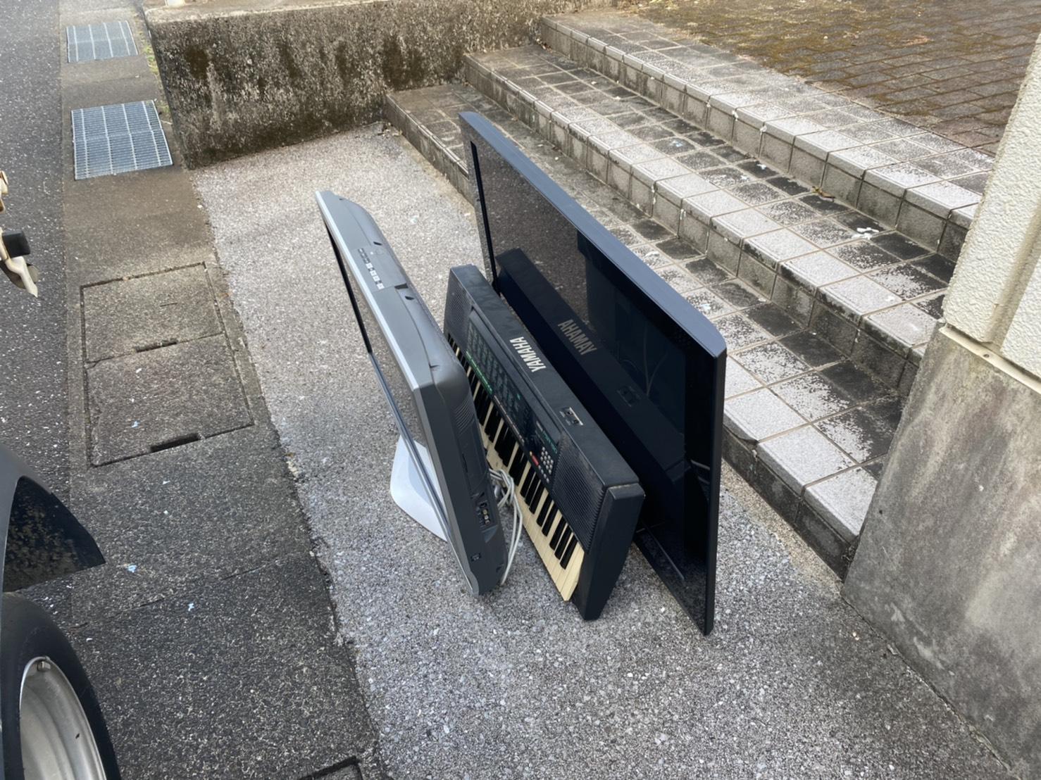 テレビ、電子ピアノの回収前