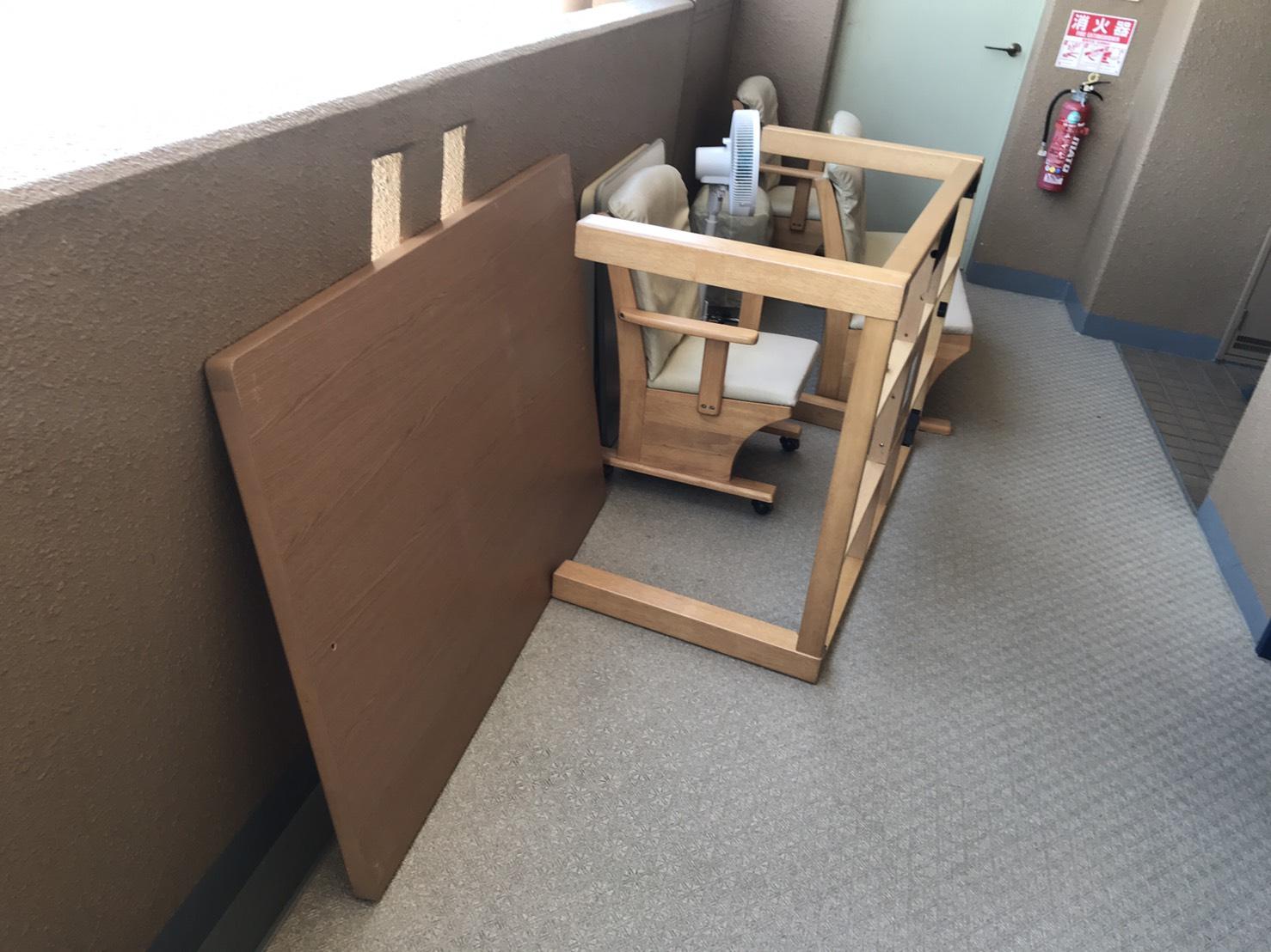 コタツ、椅子、扇風機の回収前