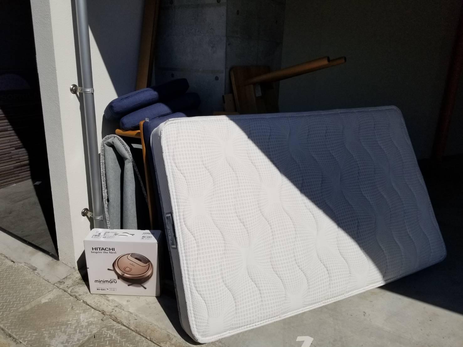 マットレス、椅子、ルンバの回収前