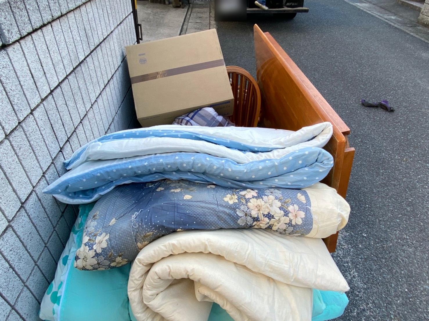 敷布団、掛け布団、コタツ、椅子の回収前