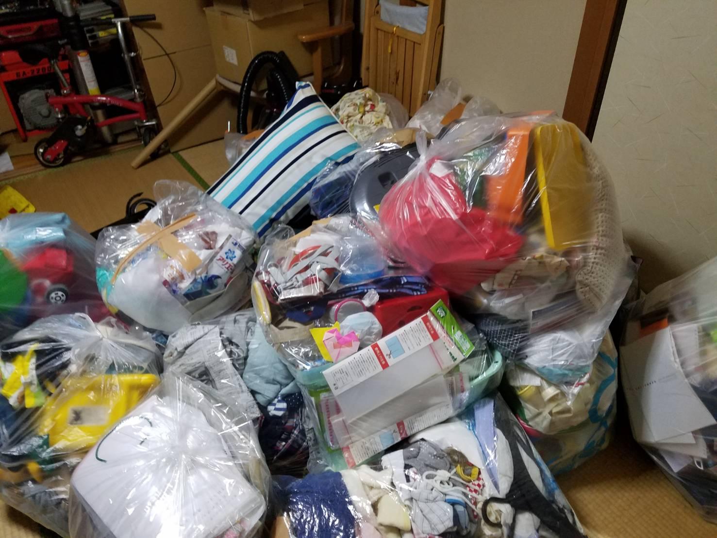 衣類や雑貨類の回収前