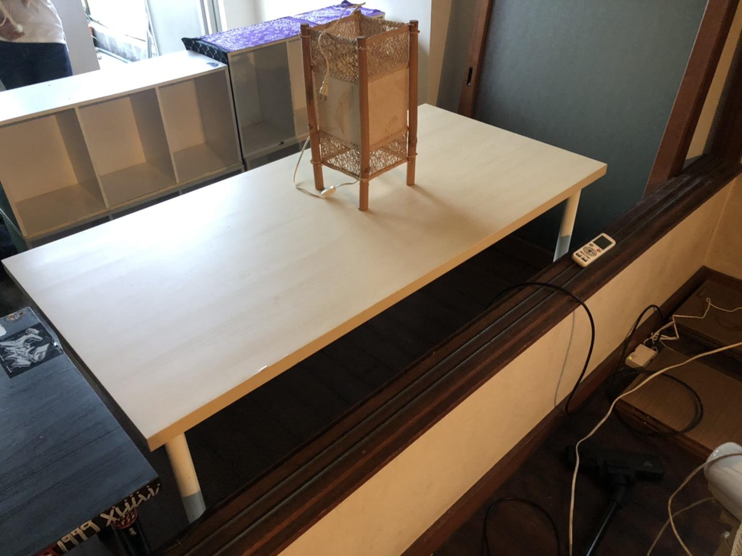 テーブル、収納棚の回収前