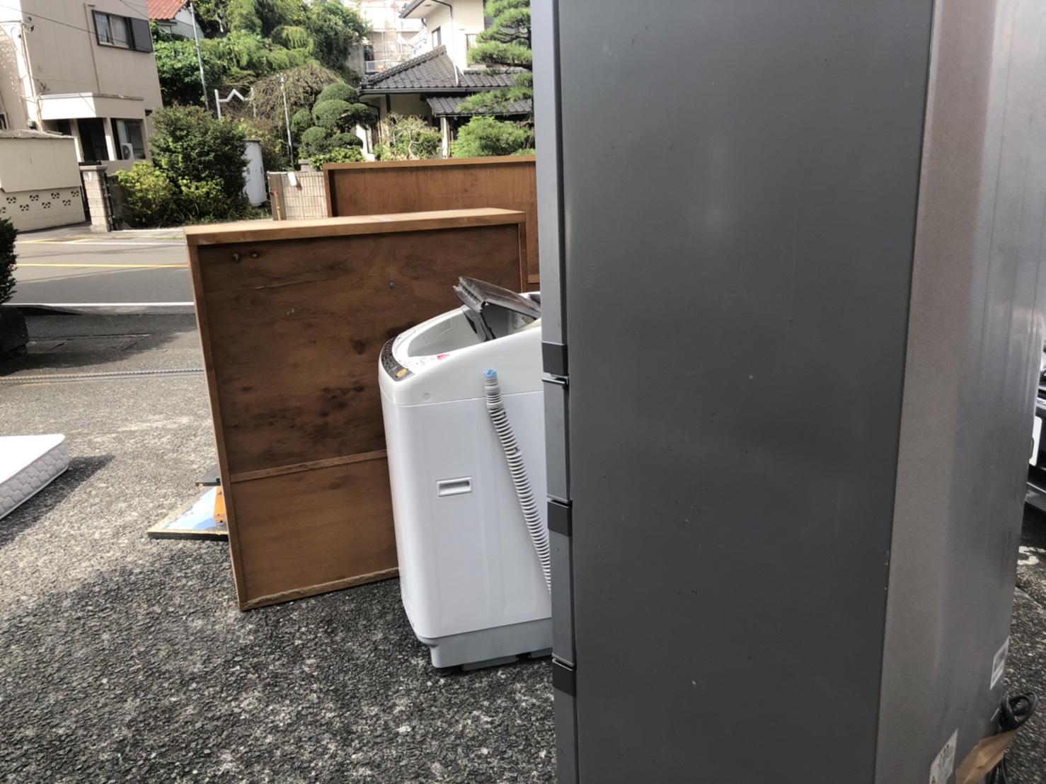 冷蔵庫、洗濯機、収納棚の回収前
