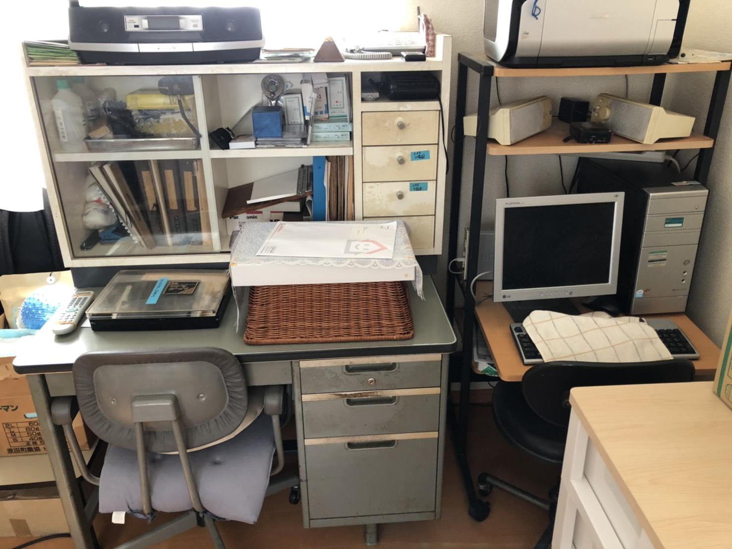 パソコン、デスク、椅子、プリンターの回収前