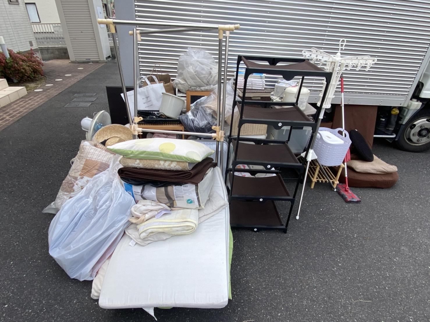 靴棚、物干しスタンド、敷き布団、掛け布団の回収前