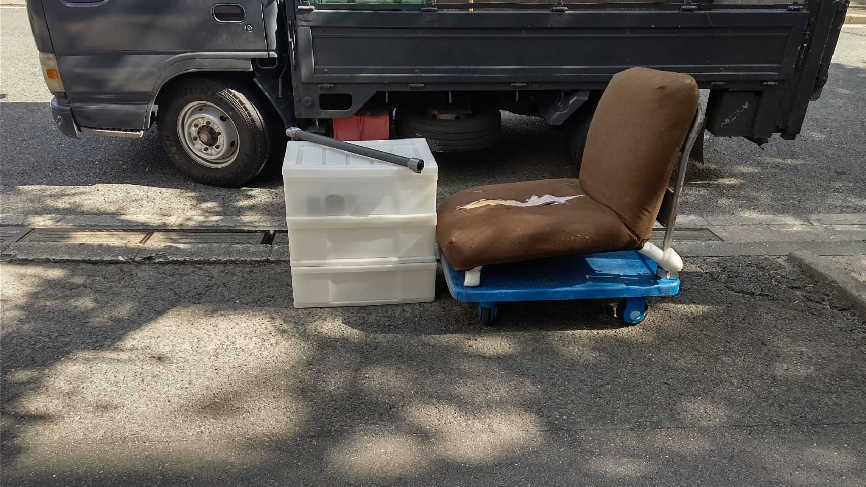 収納ケース、座椅子の回収前