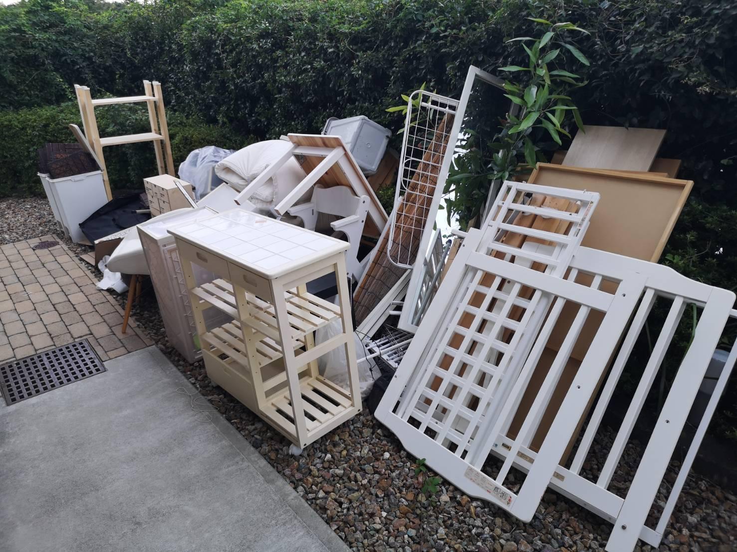 全身鏡、収納家具などの不用品の回収前
