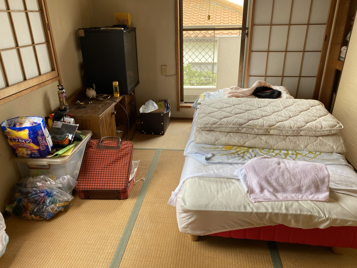 ベッドや収納棚、その他不用品の回収前