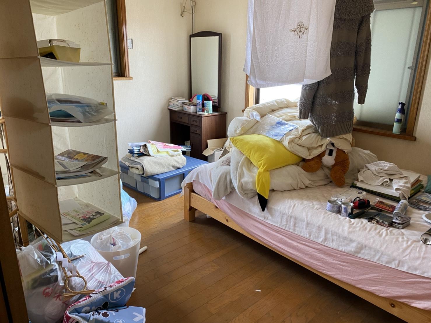 ベッド、ドレッサー、その他不用品の回収前