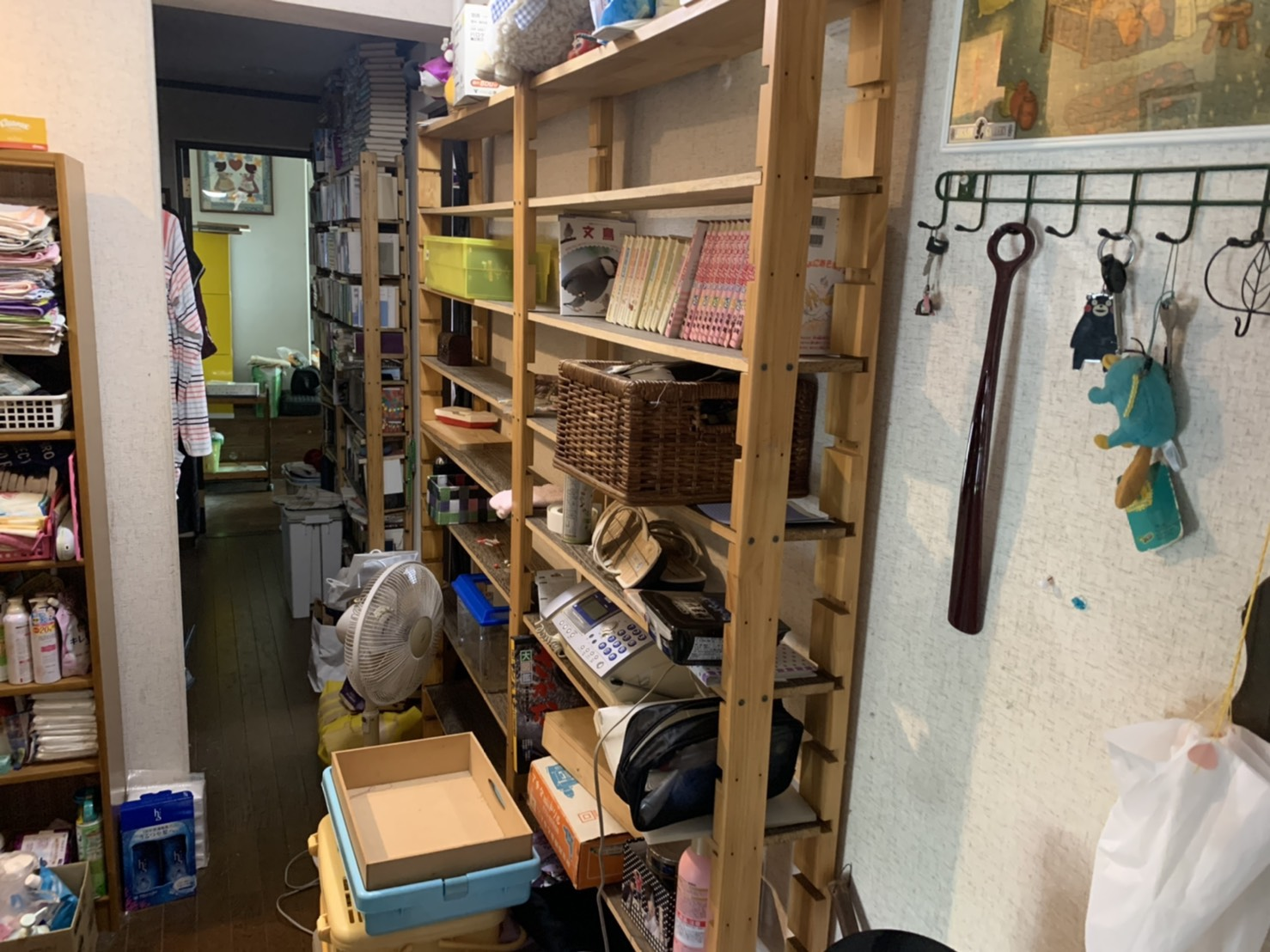 棚、電話機、その他不用品の回収前