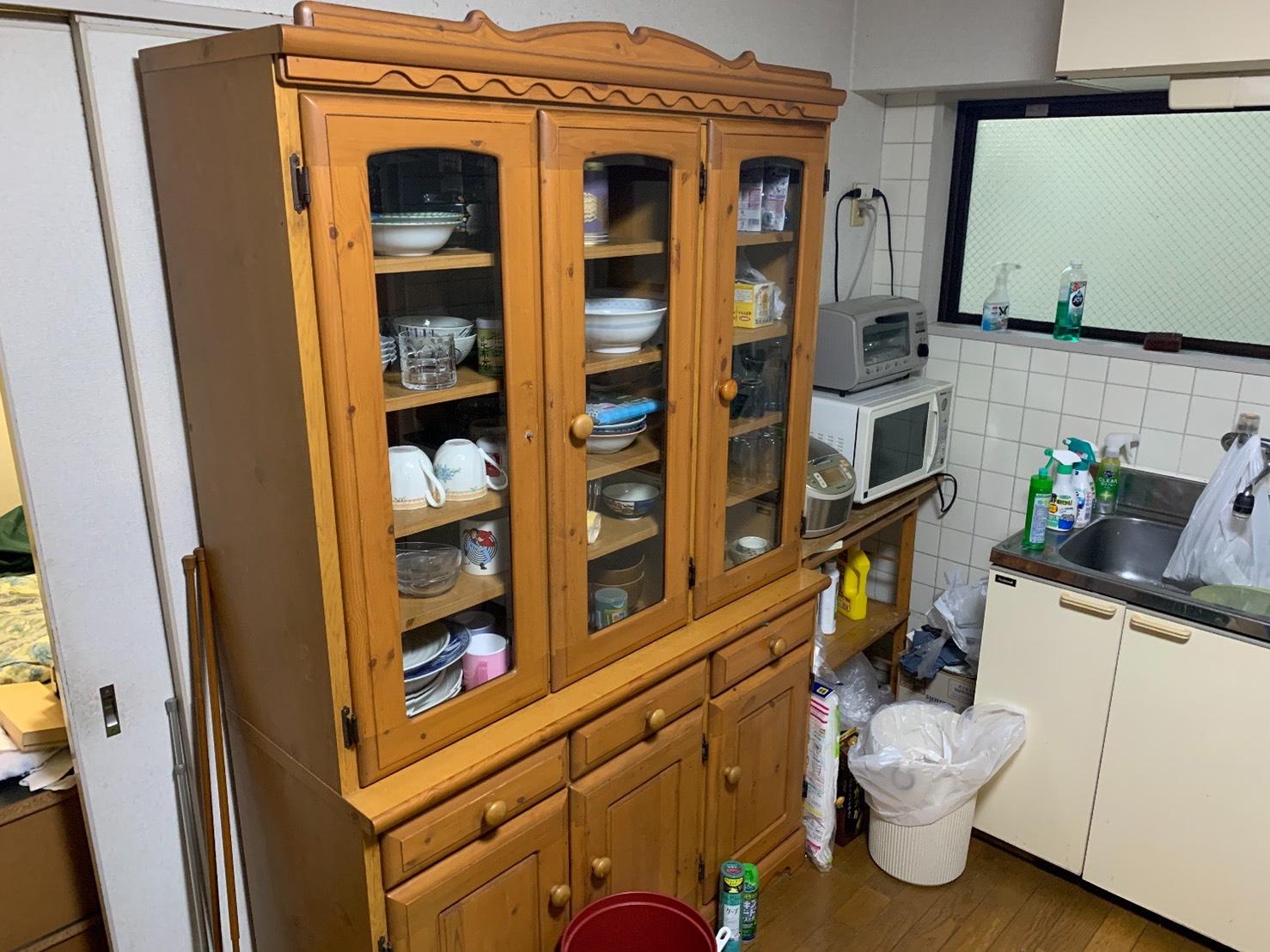 食器棚、食器、オーブン、レンジ、炊飯器の回収前