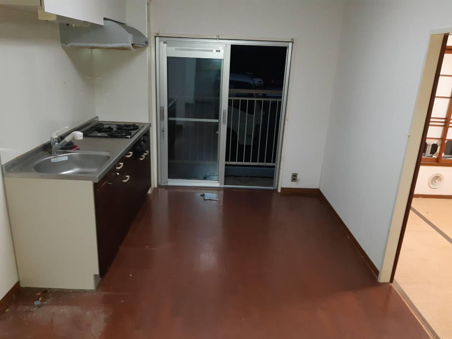 冷蔵庫、小物の回収後