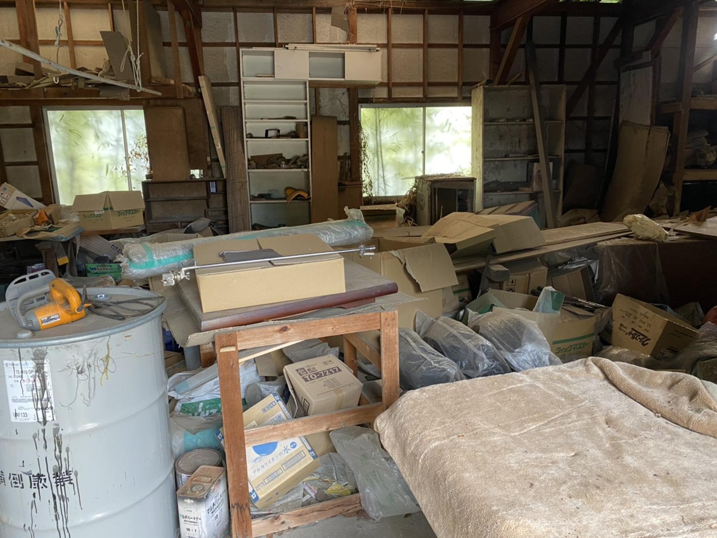 収納棚、作業台、その他不用品の回収前
