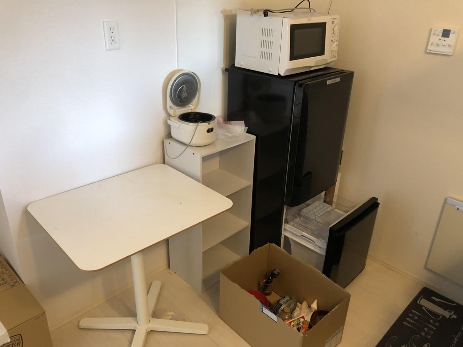 電子レンジ、冷蔵庫、その他不用品の回収前