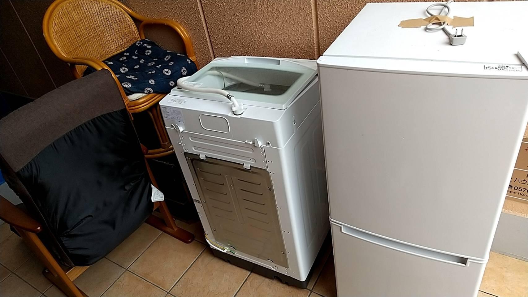 電子レンジ、冷蔵庫、椅子の回収前