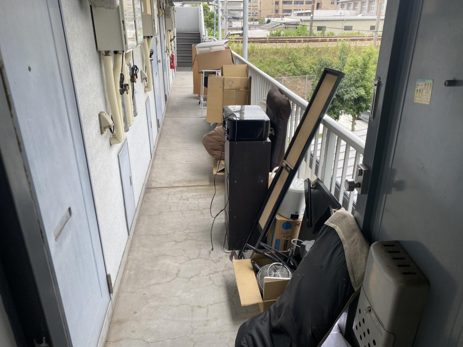 本棚、鏡、その他不用品の回収前