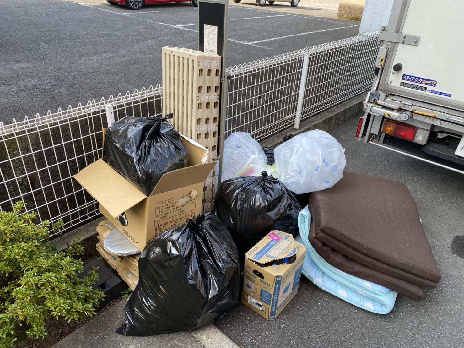 マットレス、雑貨類などの不用品の回収前