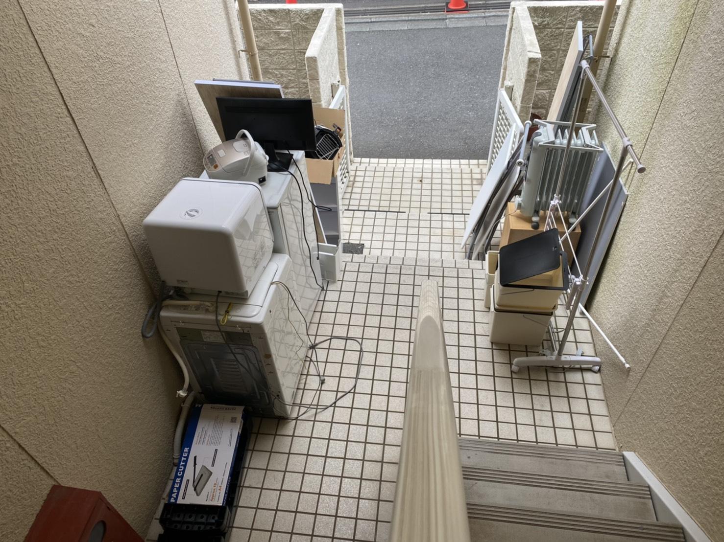 冷蔵庫、物干し台、その他不用品の回収前