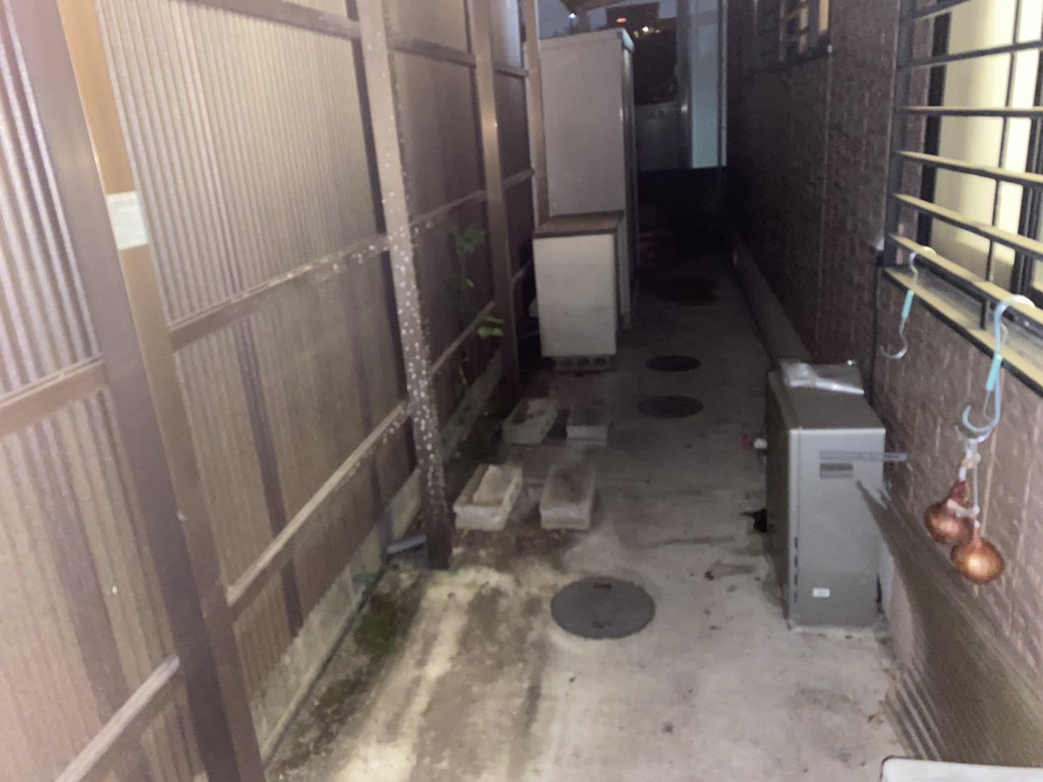 収納棚、雑貨類などの不用品の回収後